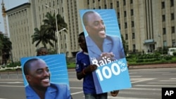 Joseph Kabila supporters on a street in Kinshasa, Dec 9, 2011