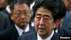 Thủ tướng Nhật Bản Shinzo Abe phát biểu trước truyền thông.