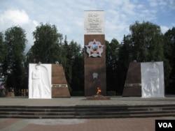 莫斯科郊外的一处二战纪念碑(美国之音白桦拍摄)