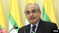 Utusan khusus PBB untuk Burma, Vijay Nambiar mendesak masyarakat internasional mencabut sanksi atas Burma.
