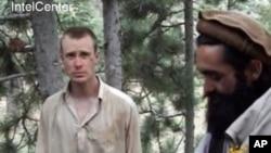 伯格达尔2010年被俘期间录像截图(资料照片)
