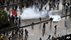 Opponents of Egyptian President Mohamed Morsi clash with Islamist supporters of the president, unseen, as a cordon of riot police separates the groups in Alexandria, Egypt, December 21, 2012.