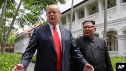 特朗普與金正恩2018年6月12日在新加坡會面(美聯社)