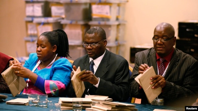 Zimbabwe Election Commission  officials count special votes in Harare, July 19, 2013.