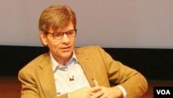 美国广播公司(ABC)的新闻主播乔治·斯蒂芬诺伯罗斯(2012年12月)