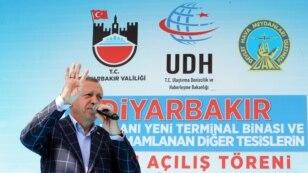 Turkish President Recep Tayyip Erdogan addresses a rally in the mainly Kurdish city of Diyarbakir, May 28, 2016.