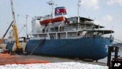 Северокорейское судно Paik Du San