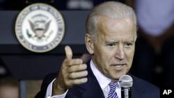美国副总统拜登11月4日在匹兹堡大学发表演说后接受提问