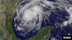 El ojo del Huracán Harvey tocó tierra pasadas las 9:45 p.m. entre Port Aransas y Port O'Connor, al noreste de Corpus Christi en Texas.