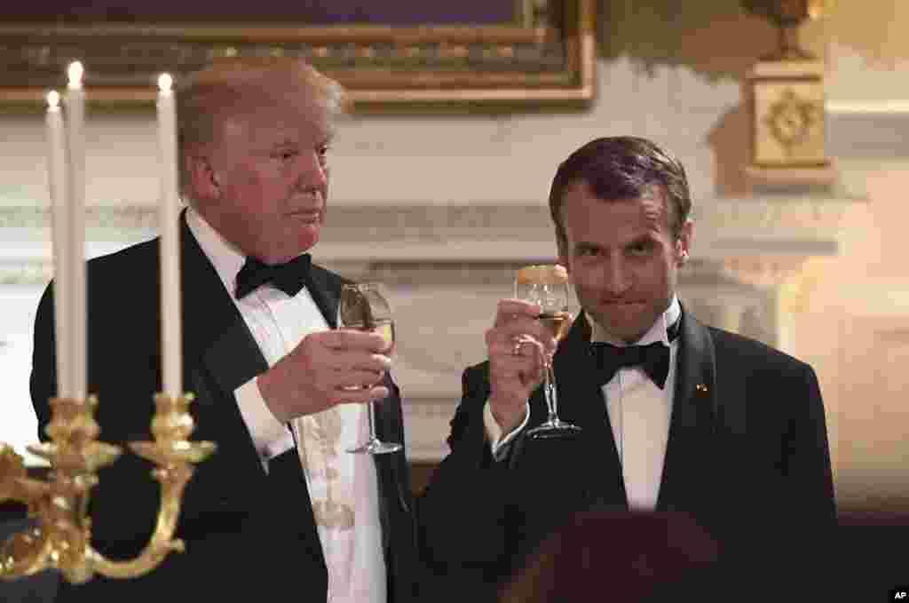 رؤسای جمهوری امریکا و فرانسه در مراسم ضیافت شام در کاخ سفید به سلامتی هم می نوشند.