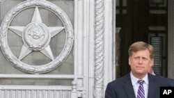 美国驻俄罗斯大使5月15日在因间谍案被召见后,离开莫斯科的俄罗斯外交总部