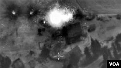 Serangan udara Rusia atas sasaran di kota Raqqa, Suriah utara (foto: dok).