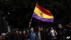 Los españoles se cuestionan el futuro de la Casa Real y quieren convocar un referendo sobre su continuidad.