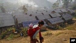 Các vụ không kích của quân đội Miến Ðiện đã buộc hàng ngàn người sắc tộc Kachin phải bỏ chạy lánh nạn.