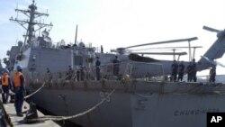 美國導彈驅逐艦鍾雲號8月14日進入新加坡軍港﹐參加兩國海軍聯合戰備演習。