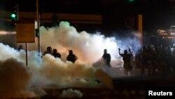 Cảnh sát và người biểu tình đã đụng độ với nhau hầu như mỗi đêm ở Ferguson kể từ khi xảy ra vụ án mạng.