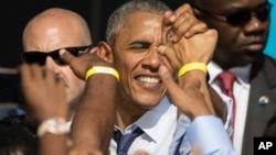El presidente Barack Obama hizo campaña en Pensilvania a favor de la candidata presidencial de su partido demócrata Hillary Clinton.