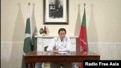 پی ٹی آئی کے چیرمین عمران خان وکٹری اسپیچ کرتے ہوئے۔