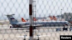 Літак із російським прапором видно в Міжнародному аеропорту Сімон Болівар у Каракасі, Венесуела, 24 березня 2019 року