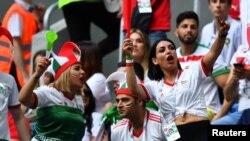 برعکس داخل ایران، زنان ایرانی حضور پر رنگی در مسابقات ایران در جام جهانی روسیه دارند.
