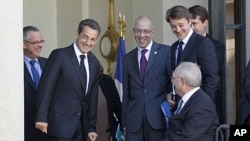 German Finance Minister Wolfgang Schaeuble, front right, looks at French President Nicolas Sarkozy, left, after a working lunch at the Elysee Palace in Paris, Oct. 14, 2011.
