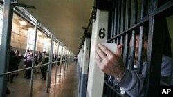 Ikea suscribió un acuerdo con las autoridades de la extinta República Democrática Alemana (RDA) para el uso de prisioneros en la fabricación de productos.