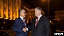 Президент Украины Петр Порошенко и президент Всемирного банка Джим Ен Ким на встрече в Киеве, ноябрь 2017