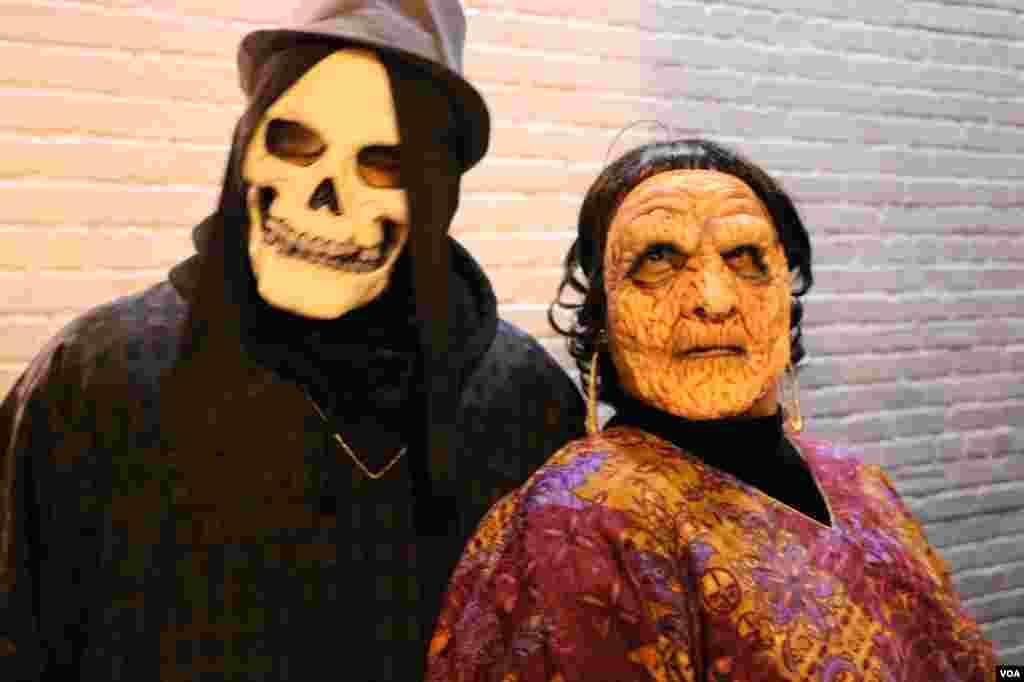 روایت می شود که پیش از میلاد مسیح مردمانی در شمال فرانسه و ایرلند جشن هالووین را نمادی برای یادآوری از ارواح درگذشتگان خود قرار داده بودند.