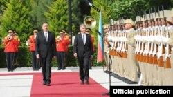 İsveçrə Konfederasiyasının prezidenti Didye Burkhalter və Azərbaycan prezidenti İlham Əliyev