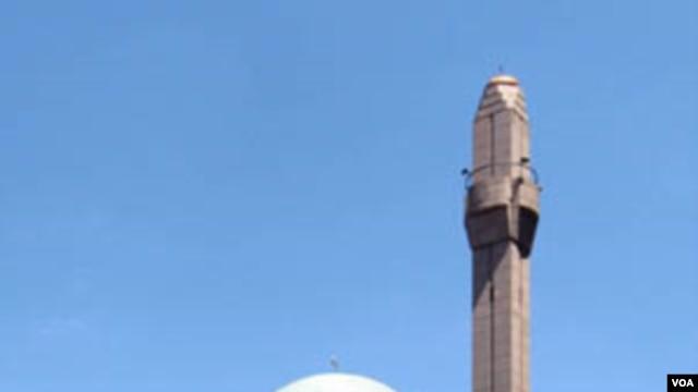 Islamic Cultural Center ini terletak di Upper East Side, Manhattan, kota New York dan memiliki jamaah yang berasal dari berbagai macam latar belakang etnis dan kewarganegaraan.