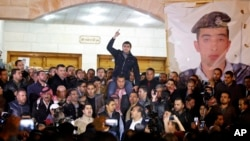 Supporters and family members of Jordanian pilot, Lt. Muath al-Kaseasbeh, express their anger of his reported killing, at the tribal gathering chamber, Amman, Jordan, February, 3, 2015.