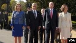 Piñera, acompañado de su esposa, Cecilia Morel, fue recibido en el Palacio El Pardo de Madrid, por el Rey Juan Carlos y la Reina Sofía.