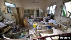 16일 시리아 북부 하자 주에서 '국경없는의사회'가 운영하는 병원이 사우디 주도 연합군의 공습을 받았다. 공습으로 부서진 병원 내부.