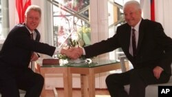 US President Bill Clinton and Russian President Boris Yeltsin shake hands at the Mantyniemi presidential residence on the outskirts of Helsinki, Friday March 21, 1997, on the second day of their two-day Summit.(AP Photo/Alexander Zemlianichenko)