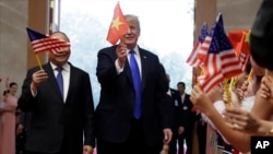 Tổng thống Trump trong chuyến thăm Việt Nam đầu năm ngoái.