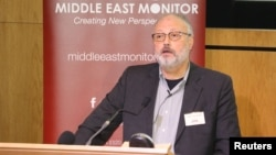 El disidente saudí Jamal Khashoggi habla en un evento organizado por el Monitor de Medio Oriente en Londres, el 29 de septiembre de 2018.