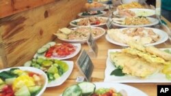Beragam menu khas Indonesia dipamerkan dalam Festival Kuliner Warisan Nusantara 2015. (VOA/Budi Nahaba)