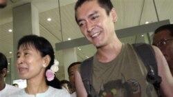 آنگ سان سو چی رهبر آزادی طلبان برمه پس از ۱۰ سال جدايی با پسر خود ديدار کرد