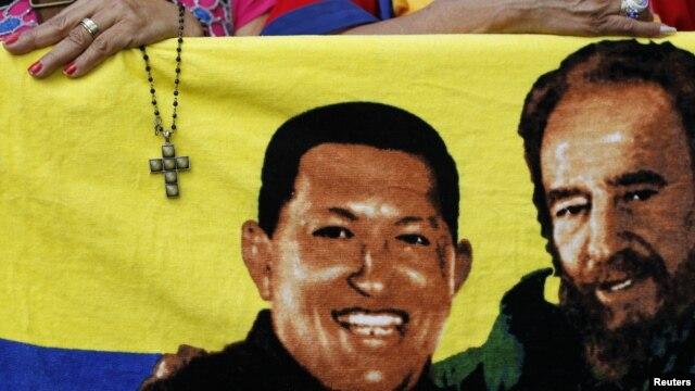 Fotografija Huga Čaveza i Fidela Kastra