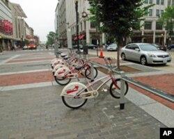 美国首都街上出租的自行车