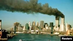 تصویری از برجهای دوقلوی تجارت جهانی بعد از حملات ۱۱ سپتامبر
