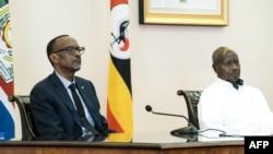 Paul Kagame et Yoweri Museveni à Entebbbe en Ouganda le 25 mars 2018.