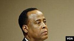 Dokter pribadi Michael Jackson, Dr. Conrad Murray, saat menghadiri sidang pra-peradilan di Los Angeles (foto: dok).