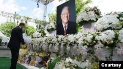 美國衛生部長阿扎爾8月12日前往台北賓館追思台灣已故的前總統李登輝。(台灣外交部提供)