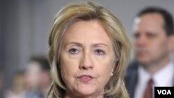 Menlu AS Hillary Clinton berharap Dewan Keamanan PBB segera mencapai keputusan mengenai pemberlakuan zona larangan terbang di Libya.