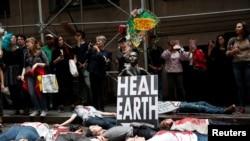Protest zbog klimatskih promjena održan je na Wall Streetu 7. oktobra 2019.