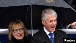 Bivši predsednik Bil Klinton i Hilari Klinton na ceremoniji polaganja zakletve Terija Mekolifa kao guvernera Virdžinije.