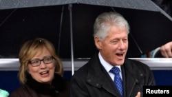 前美國總統克林頓和妻子、前國務卿希拉里.克林頓