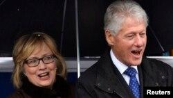 미국의 빌 클린턴 전 대통령(오른쪽)과 부인 힐러리 클린턴 전 국무장관. (자료사진)