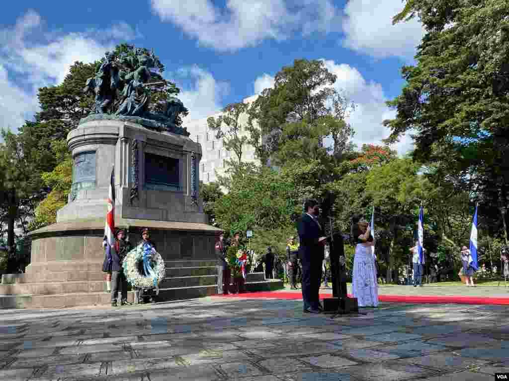 Celebraciones del Bicentenario de la Independencia en Costa Rica con la presencia de casi todos los embajadores de la región, con excepción del representante diplomático de Nicaragua.